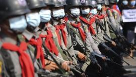 Polisi Myanmar Lempar Granat untuk Bubarkan Demo di Yangon