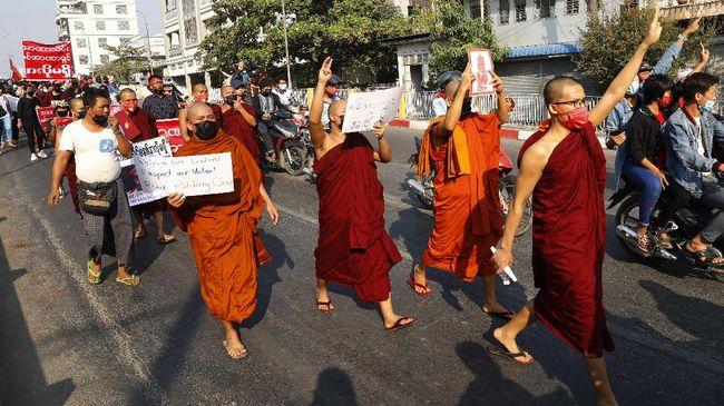 Sejumlah situs pemerintah yang dikelola militer dan situs bank sentral Myanmar dilaporkan diretas pada Rabu (17/2).