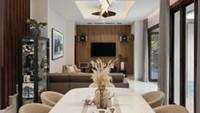 <p>Rumah mewah tiga lantai milik pasangan ini tampak mewah dan elegan lho. (Foto: Instagram @rogerojey)</p>