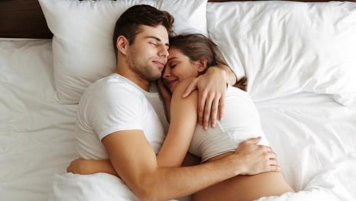 Ssst, 4 Cara Ini Bikin Suami Terus Bergairah ke Istri Meski Sudah Punya Anak!