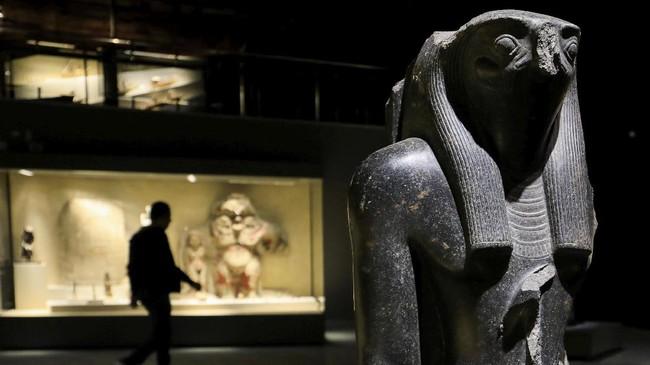 Melongok peninggalan kehidupan Mesir kuno seperti patung hingga mumi Firaun di Museum Sharm al-Sheikh di Sinai Selatan, Mesir.
