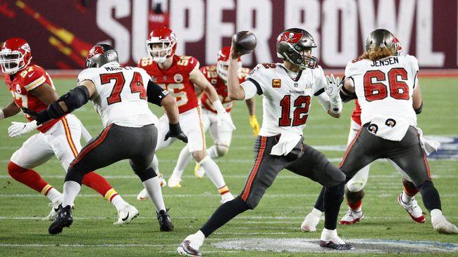 Tampa Bay Buccaneers menjadi juara Super Bowl LV 2021 setelah mengalahkan Kansas City Chiefs 31-9.