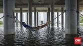 Banjir telah menjadi bencana tahunan saban musim hujan di sejumlah wilayah kota dan kabupaten Bekasi, Jabar, baik luapan air bersifat kiriman maupun lokal.