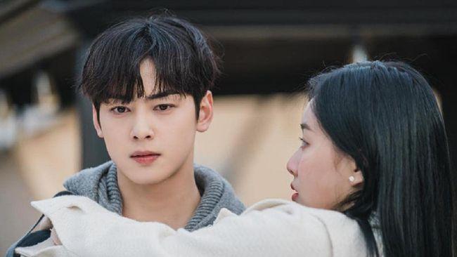 Para pemeran utama drama True Beauty menjadi sorotan penggemar K-Drama, termasuk fakta Cha Eun-woo, yang juga merupakan idol K-Pop.