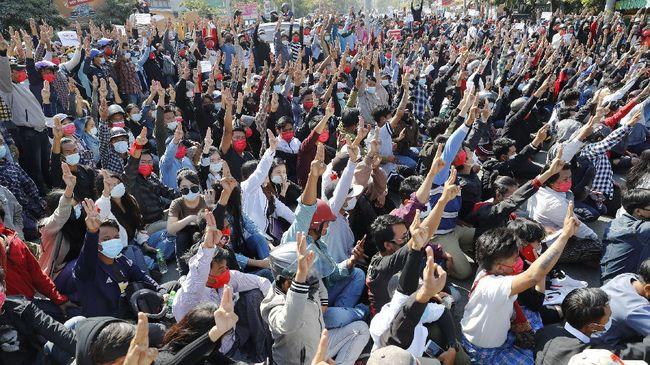 Kudeta militer yang berlangsung di Myanmar pada 1 Februari lalu kian memperburuk krisis politik yang terjadi di negara Asia Tenggara itu.
