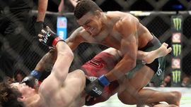 Burns Ungkap Percakapan Misterius dengan Usman Usai UFC 258