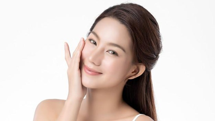 Mau Instant Glowing Skin? Ini Tips Pakai Sheet Mask yang Tepat!