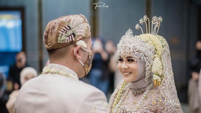 Potret Bahagia dan Haru Pernikahan Kesha Ratuliu