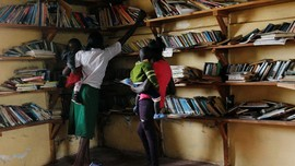FOTO: Kesempatan Kedua Ibu Muda di Kenya Kembali Sekolah
