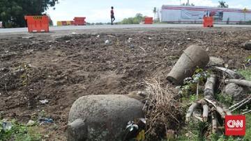 Sejumlah nisan yang diduga merupakan peninggalan dari makam ulama era Kesultanan Aceh Darussalam, ditemukan di kawasan pembangunan Tol Sigli-Banda Aceh.