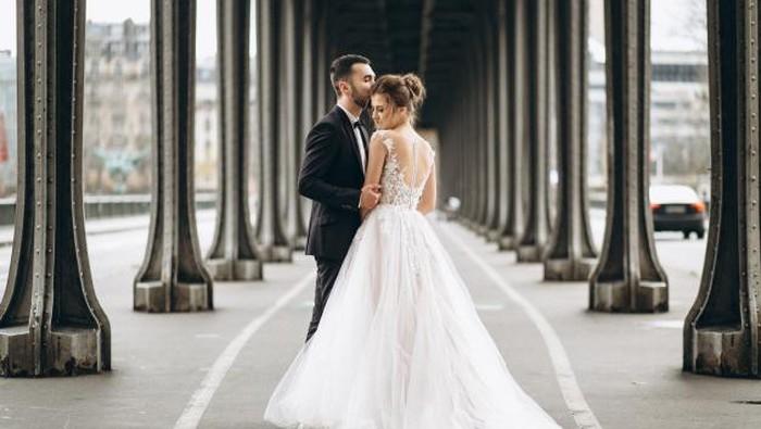 Daripada Fokus ke Acara Pernikahan, Ada Alasan Pasangan Harus Perbaiki Hubungan Satu Sama Lain