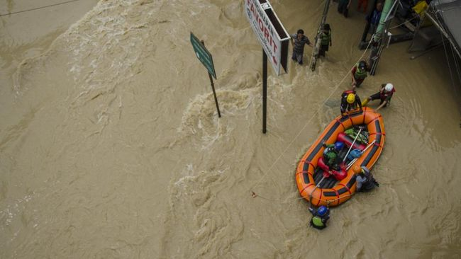 Hujan masih mengguyur wilayah Kabupaten Subang. Ketinggian banjir di sejumlah wilayah berkisar 10 sampai 90 cm.