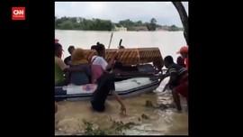 VIDEO: Sulitnya Memakamkan Jenazah Saat Banjir