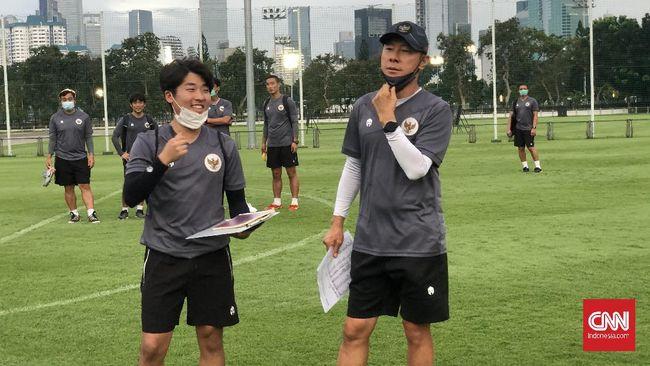 Komentar Shin Tae Yong mengenai pemain Indonesia yang lambat menjadi berita terpopuler di kanal olahraga CNNIndonesia.com dalam 24 jam terakhir.