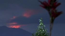 FOTO: Gejolak Vulkanik Gunung Raung yang Berstatus Waspada