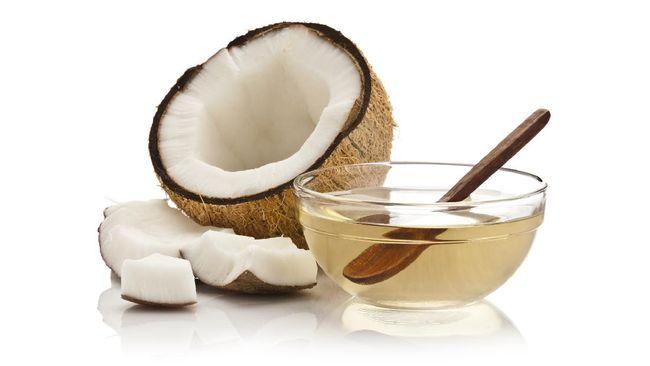 Minyak kelapa selama ini dianggap sebagai alternatif untuk membuat makanan gorengan lebih sehat. Namun, manfaat minyak kelapa murni masih banyak lagi.