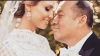 <p>Sofie Louise Johansson menikah dengan Putra Mahkota Kelantan Malaysia, Dr. Tengku Muhammad Faiz Petra, pada 19 April 2019 lalu, Bunda. Kala itu, wanita kelahiran Swedia ini berusia 33 tahun. (Foto: Instagram @ljo_)</p>