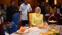 <p>Selain itu, wanita kelahiran 6 Juni 1986 ini pun dikenal mudah beradaptasi dengan orang dan lingkungan baru. Ia mampu menyesuaikan diri dengan budaya dan adat istiadat masyarakat Melayu dengan cepat. (Foto: Instagram @ljo_)</p>