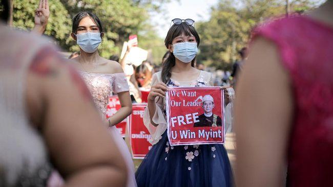 Pemerintah Singapura menyatakan tidak mendukung pemberian sanksi kepada Myanmar yang dilanda aksi kudeta.