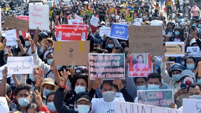 Para penentang junta militer Myanmar mengumumkan pemerintahan baru, yakni Pemerintah Persatuan Nasional, Jumat (16/4).