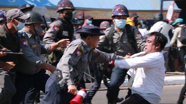 Uni Eropa menyatakan pemberian sanksi terhadap militer Myanmar adalah jalan terakhir jika tekanan melalui jalur diplomasi tidak mempan.