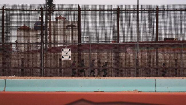 Joe Biden sudah menghentikan pembangunan tembok perbatasan yang diinginkan pendahulunya Donald Trump.
