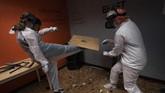 Menghancurkan barang-barang dinilai jadi salah satu alat melepas stres, terutama di masa pandemi. Hal ini bisa dilakukan di Smash RX LLC, California.