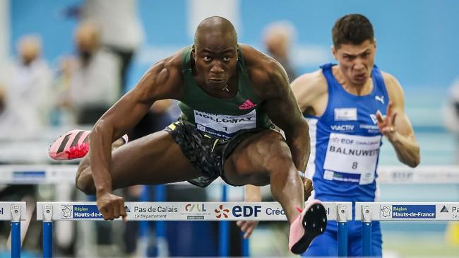 Atlet dari berbagai cabang olahraga menerjang rintangan hingga titik penghabisan demi meraih yang terbaik di 'medan perang'.