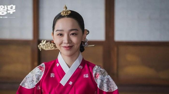 Mahal Banget! Intip Harga Aksesoris yang Dipakai 3 Tokoh Utama Drama Korea Ini