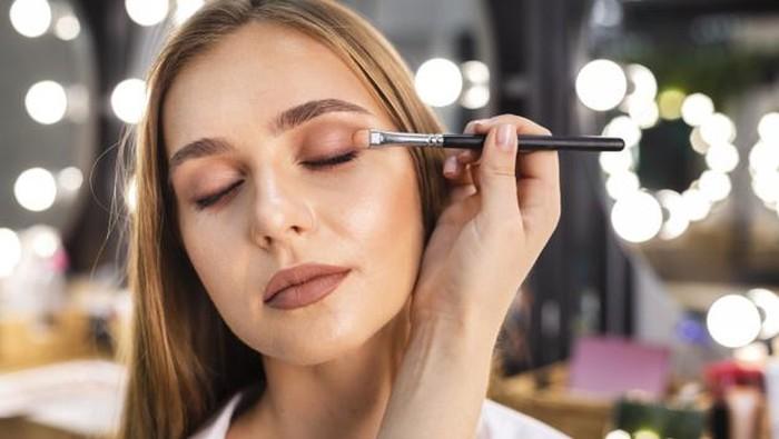 Ciptakan Mata Dramatis dengan Penggunaan Teknik Eyeshadow yang Tepat!