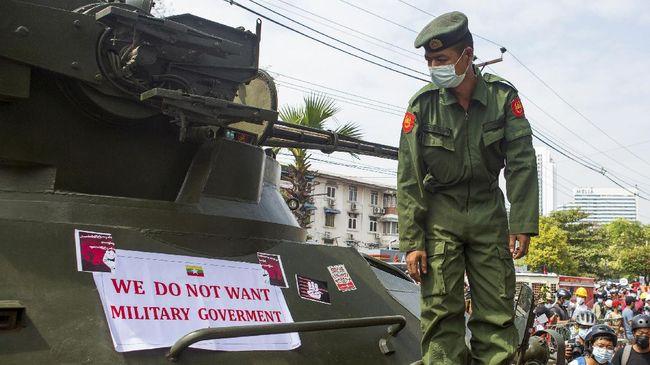 Pada Sabtu (27/2) junta militer pecat duta besar Myanmar untuk PBB, Kyaw Moe Tan, karena ikut mengecam kudeta penggulingan Aung San Suu Kyi.