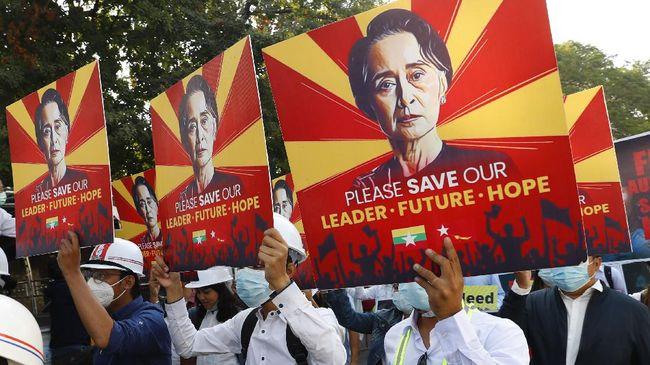 Pemimpin terguling Myanmar, Aung San Suu Kyi dijadwalkan menjalani sidang perdananya di pengadilan pada Senin (14/6).