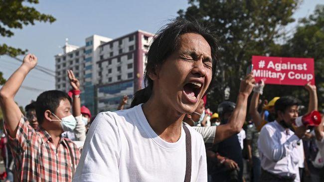 Polisi Myanmar diduga melakukan tindak kekerasan dan pelecehan pada remaja-remaja perempuan yang ditahan karena berdemonstrasi.