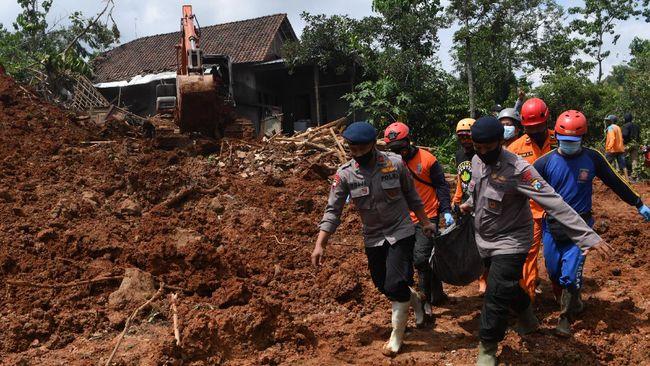 Longsor di kawasan PLTA Batang Toru, Tapanuli Selatan, Sumut, Kamis (29/4) malam, menewaskan tiga orang.