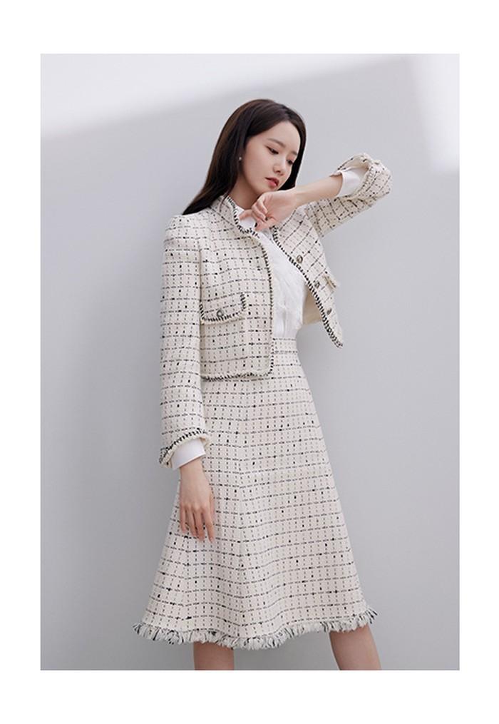 Serba putih, outfit ini membuat Yoona terlihat sangat fresh. (Foto: jigott.co.kr)