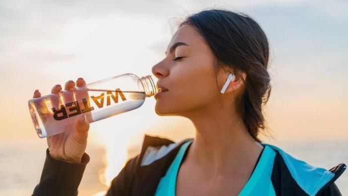 7 Tips Sederhana Ini Bikin Kamu Rajin Minum Air Putih