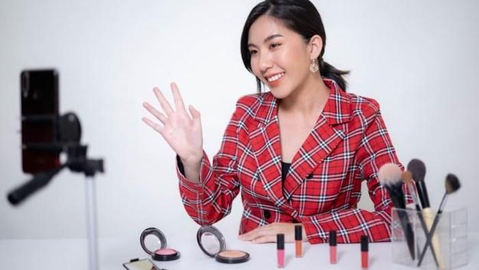 Berdasarkan Kepribadian, 6 Zodiak Ini Cocok Banget Jadi Beauty Influencer!