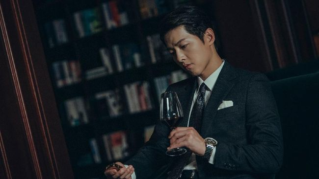 Song Joong-ki mengaku sempat gagal fokus karena tak bisa menahan tawa saat sedang syuting salah satu adegan di drama Korea terbarunya, Vincenzo.