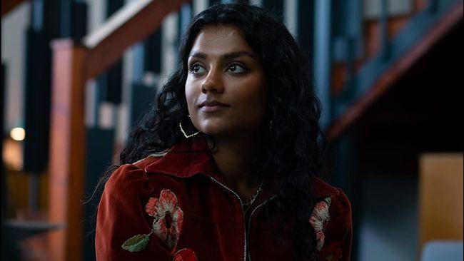 Bintang serial Sex Education, Simone Ashley, akan tampil di Bridgerton 2 sebagai Kate Sharma, orang yang ditaksir karakter Anthony.