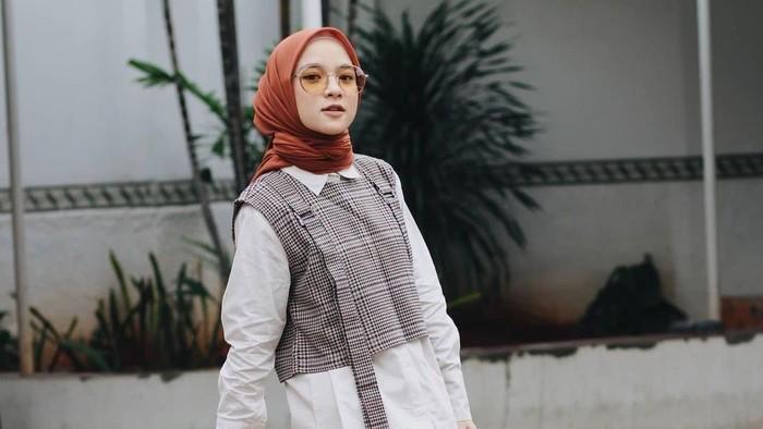5 Gaya Hijab ala Nissa Sabyan, Ciri Khas Banget!