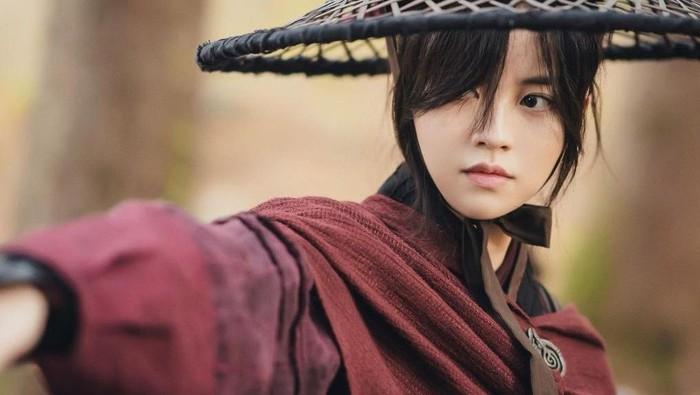 5 Pesona Kim So Hyun dalam Drama Sageuk, dari Putri Mahkota hingga Tentara Perang