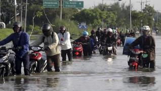 4 Hal yang Perlu Diperhatikan Saat Motor Terjang Banjir