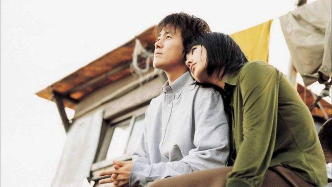 Marriage is a Crazy Thing menceritakan kisah pasangan yang bertahan lama, tapi beda pandangan soal pernikahan. Berikut sinopsis film Marriage is a Crazy Thing.