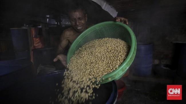 Harga biji kedelai terus menguat di tengah penurunan ekspor dari Amerika Serikat dan sentimen proyeksi kenaikan pasokan dari negara produsen.