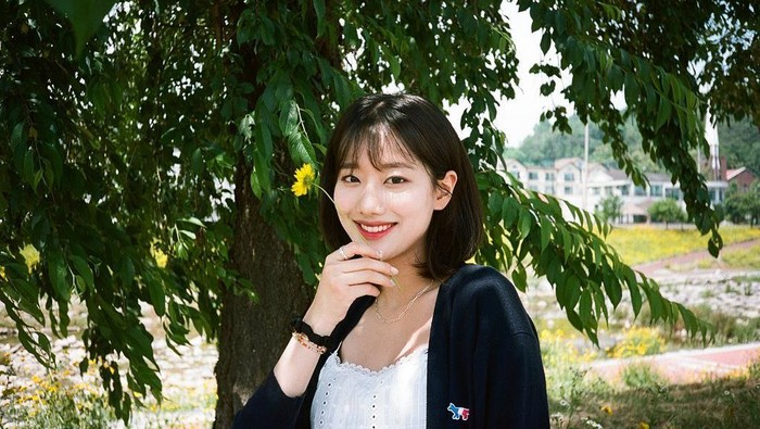 Dipilih Sebagai Idol Tercantik oleh Banyak Idol, Berikut Potret Lee Naeun APRIL yang Mempesona