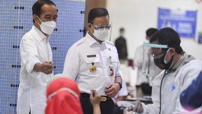 Presiden Jokowi memerintahkan Gubernur Anies agar pada akhir Agustus nanti, DKI Jakarta telah selesai melakukan vaksinasi kepada 7,5 juta penduduknya.