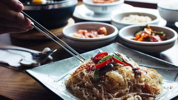 Tidak Asal Melahap, Orang Korea Punya Etika Makan Sendiri, Lho!