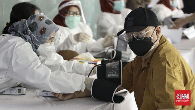 Asosiasi UMKM Indonesia (Akumindo) meminta pemerintah tidak hanya memberikan vaksin virus corona ke pedagang pasar saja, tetapi juga pedagang di pinggir jalan.