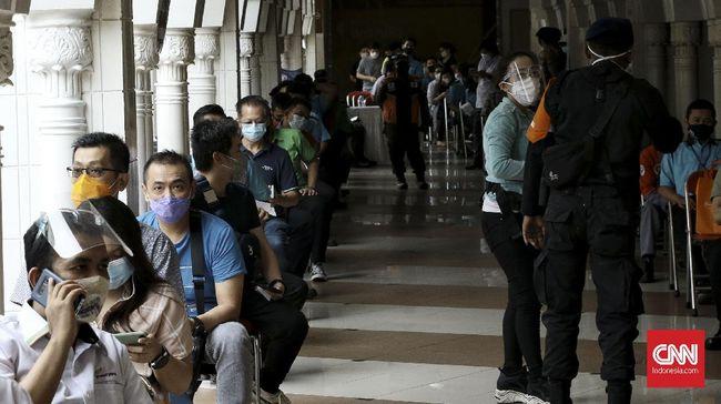 Saat ini vaksinasi tuntas digelar di Pasar Tanah Abang, Pasar Induk Kramat Jati, serta Pasar Kebayoran Lama. Sasaran berikutnya, pedagang di Pasar Mayestik.