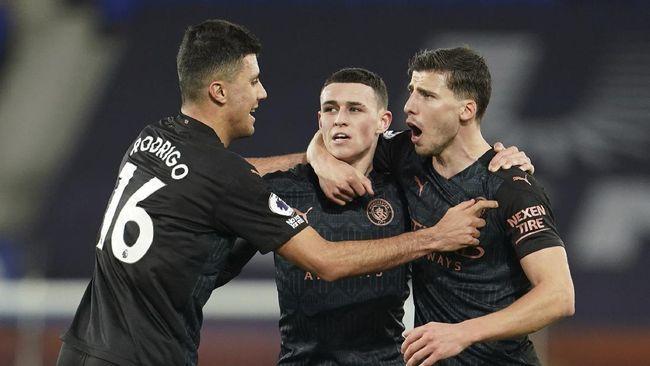 Manchester City kian meninggalkan Manchester United dan Leicester City di klasemen Liga Inggris usai mengalahkan Everton 3-1.